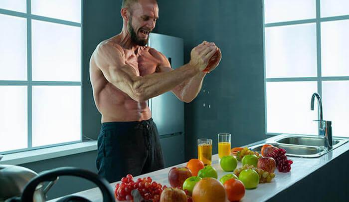 りんごを潰せるのは握力80kg!