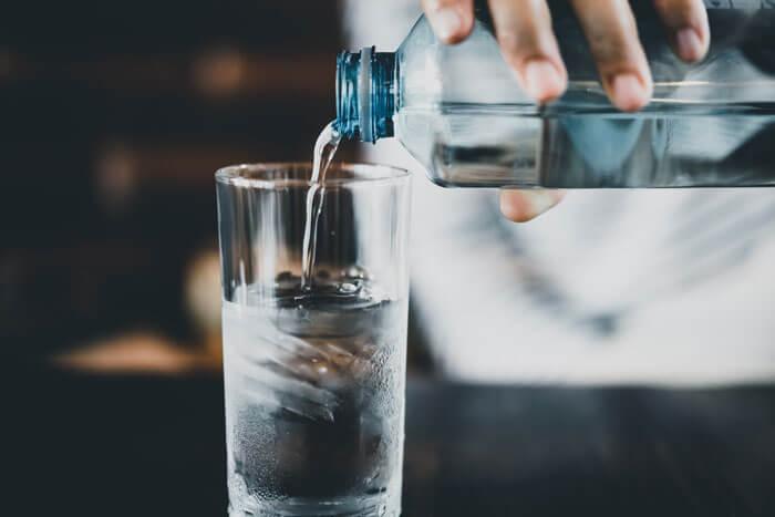 step2.起床直後と食事の前にコップ一杯の水を飲む