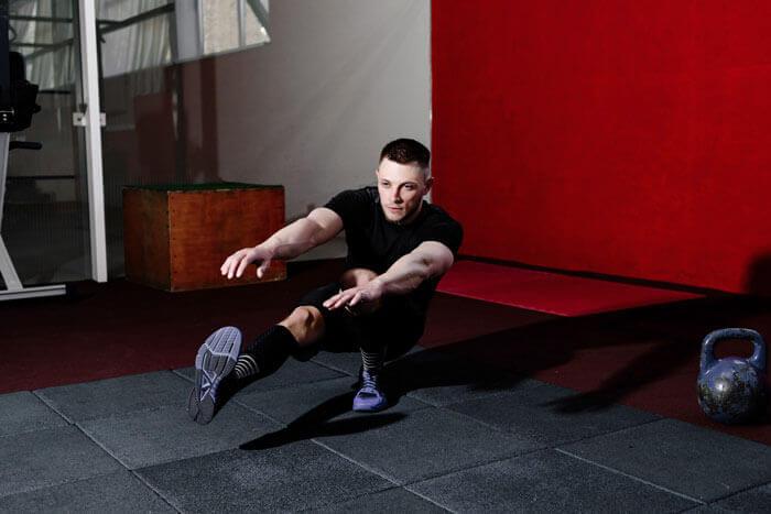 ワンレッグスクワットで脚力&バランス力を高めよう!パフォーマンス向上させるための4つのポイント