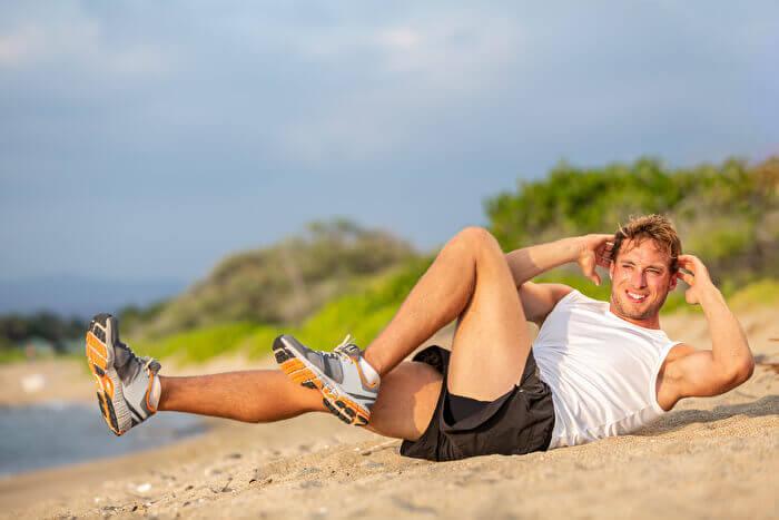バイシクルクランチで腹筋下部を集中的に強化!3つのポイントを意識して理想の腹筋へ