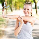 肩こりは「ストレッチ&筋トレ」で解消!肩甲骨周りを動かしてスマホ首や慢性的な肩こりを改善しよう