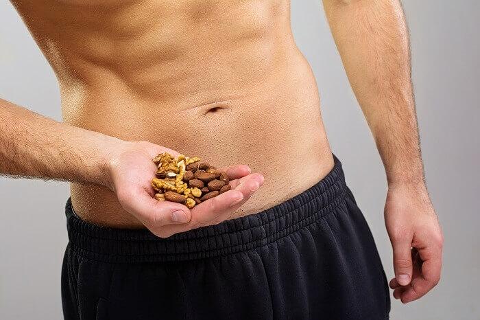 筋トレにナッツやアーモンドは最適!間食でタンパク質を摂取して筋トレに活かそう