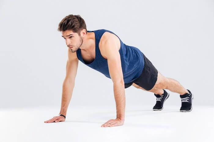 腕立て伏せは最強のトレーニング!正しいやり方と11種類のメニューを徹底