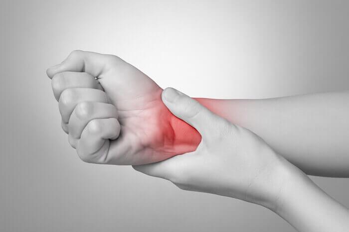 手首を痛めた場合の対処について
