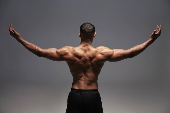 僧帽筋の筋トレメニュー10選!ダンベル&自重で背中の厚みを作る効果的な鍛え方を解説