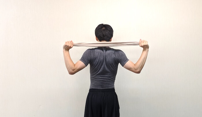 タオルを使って腕の上下運動のやり方