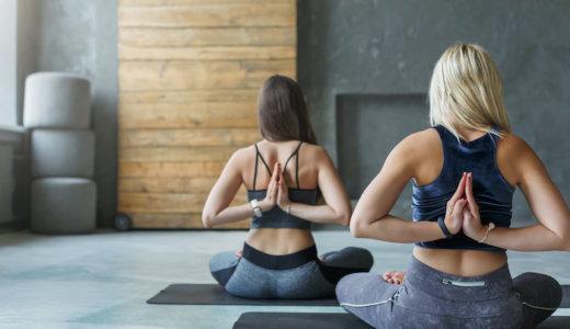 背中の張りやコリをほぐすストレッチ12選!背筋を伸ばして背中の痛みを改善しよう!