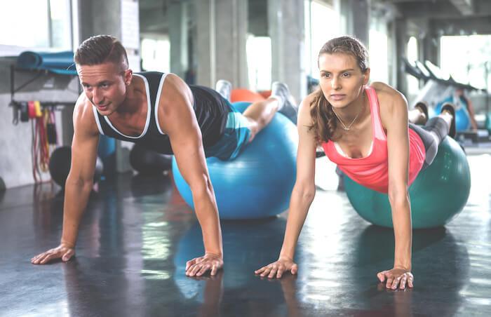 バランスボールを使った体幹トレーニングメニュー10選!不安定なボールでインナーマッスルを刺激しよう