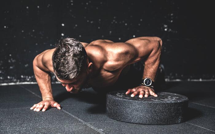 【自重】大胸筋を鍛える効果的な筋トレメニュー6選