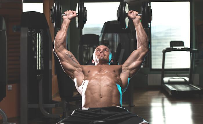 【ダンベル・マシン】大胸筋を鍛える効果的な筋トレメニュー8選