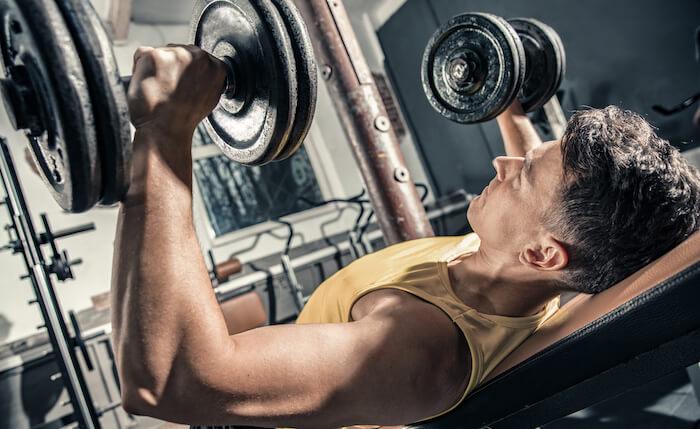 ダンベルトレーニングで胸筋を鍛えるときのポイント