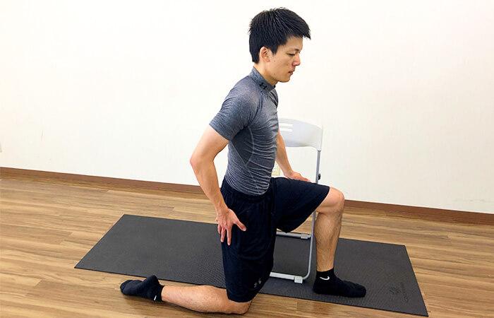 1.椅子を使った腸腰筋ストレッチ①