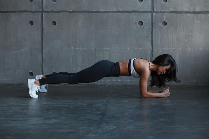 ゆる腹筋を作るには筋トレ+有酸素運動がベスト!おうちでできるメニュー10選
