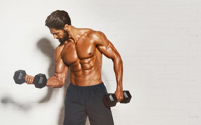 筋肉を大きく見せる