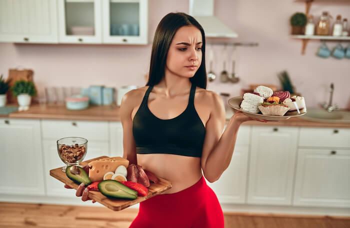 腰回りの脂肪を落とす筋トレメニュー10選!ダイエットに効果的なコツ&食事法も解説