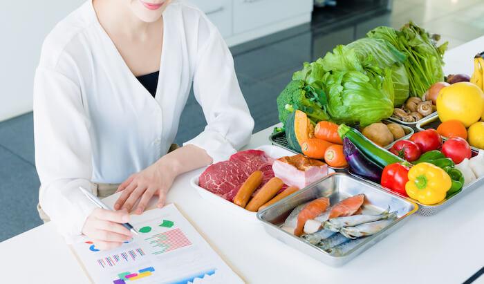 筋トレの効果を高める食事のタイミングや栄養素について
