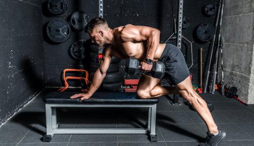 広背筋に効かせるワンハンドローイングの正しいやり方。鍛えられる部位や重量・回数設定の方法も紹介