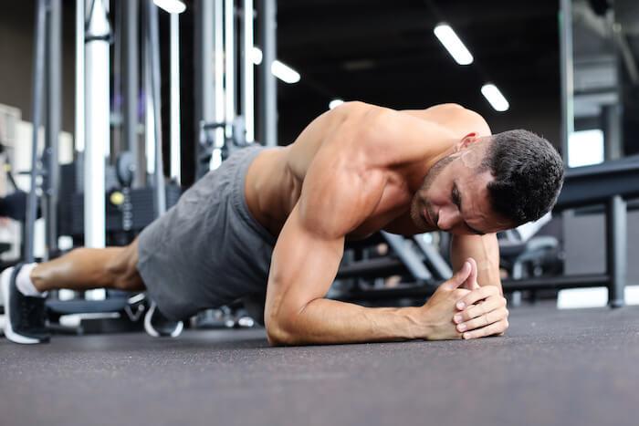 腹筋を鍛える体幹トレーニング10選!プランクの正しいやり方とお腹を引き締めるコツも解説