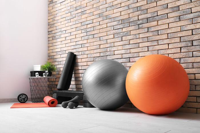 腹筋を効率的に鍛えるおすすめ器具15選!器具の特徴や鍛えられる部位、費用まで紹介