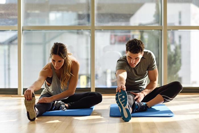 体を温める動的ストレッチ15選!運動前にやるべき理由や静的ストレッチとの違いも解説