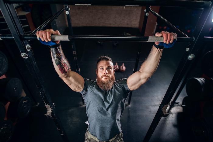懸垂ができない初心者向けに正しいやり方を解説。懸垂ができるようになるトレーニングも紹介