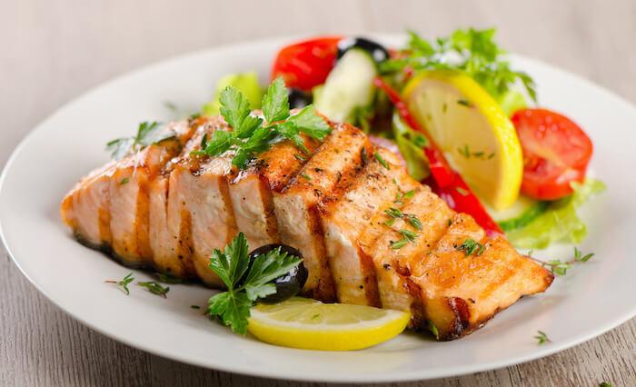 鮭のゴロゴロ野菜蒸し