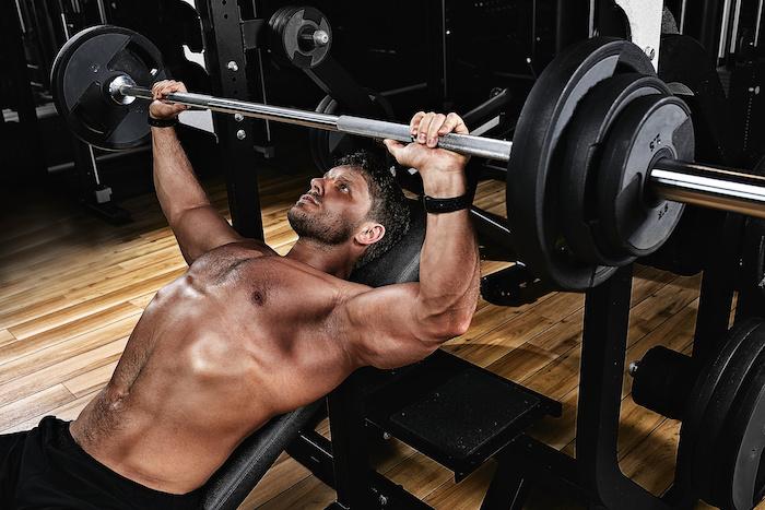 胸筋上部を効果的に鍛える方法。自宅・ジムで胸筋上部を効率よく発達させる筋トレ10種
