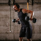 リアレイズで効果的に肩を鍛える。正しいやり方や重量、効く部位を紹介!