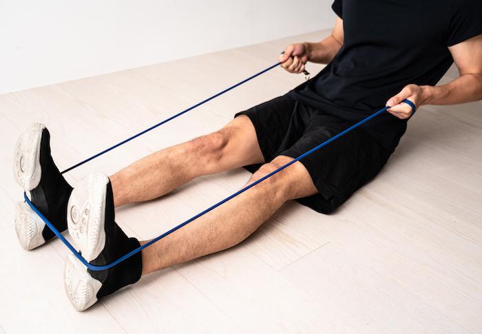 【動画つき】腹筋を鍛えるチューブトレーニング8種目。自宅トレで腹筋を効率よく鍛えるコツも紹介