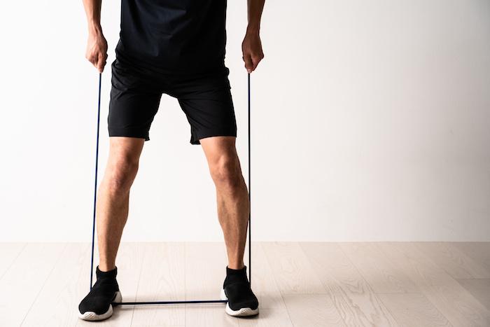 下半身を鍛えるチューブトレーニング10選。チューブを使って下半身をシェイプアップしよう!