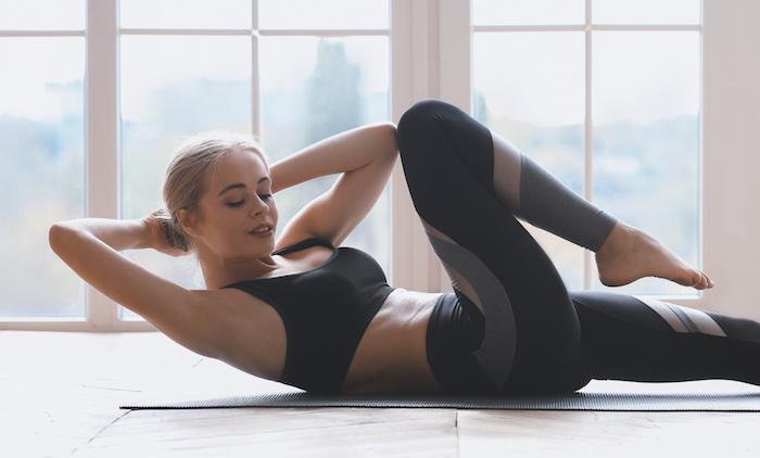 ツイストクランチで腹斜筋を効果的に鍛える。正しいやり方や初心者向けのトレーニング法も解説!