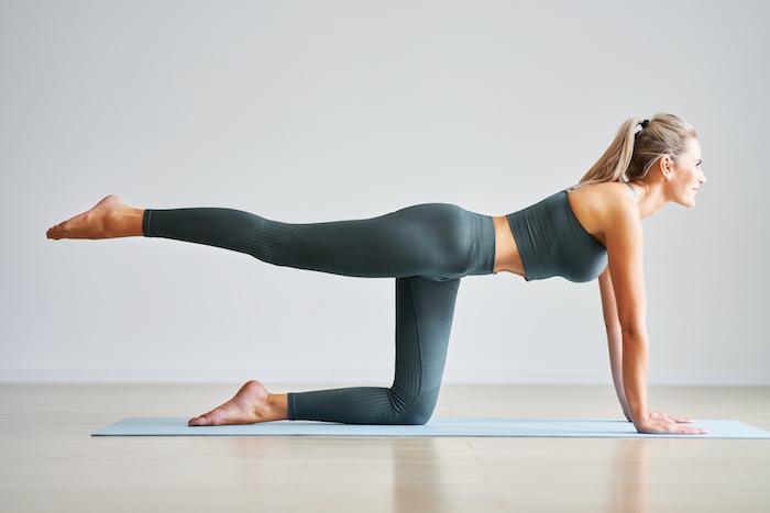 腸腰筋を鍛える筋トレ&ストレッチを紹介。自宅トレで綺麗な姿勢を作ろう!